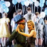 EVITA - MUSICAL VON ANDREW LLOYD WEBBER / LIBRETTO VON TIM RICE / DEUTSCH VON MICHAEL KUNZE MUSIKALISCHE LEITUNG: Jürgen Grimm / INSZENIERUNG: Gil Mehmert / BÜHNE und KOSTÜME: Beatrice von Bomhard / CHOREOGRAPHIE: Kati Farkas / LICHT: Thomas Roscher  Premiere am 04. September 2016, Opernhaus
